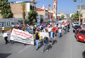 Los participantes se concentraron en punto de las 9 de la mañana en la Alameda Zaragoza y de ahí partieron por la Hidalgo rumbo a la Zaragoza en donde tomaron la Juárez