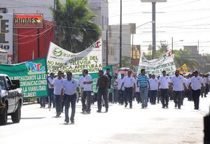 La manifestación fue en rechazo a las reformas estructurales impulsadas por el presidente de la República, Enrique Peña Nieto.