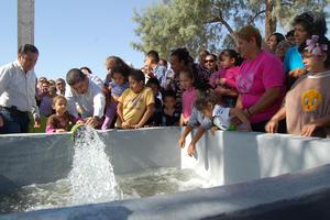 En la colonia Valle Oriente, se puso en marcha el segundo de los cinco nuevos pozos prometidos por Miguel Riquelme Solís para abatir la escasez de agua en varios sectores de la ciudad.
