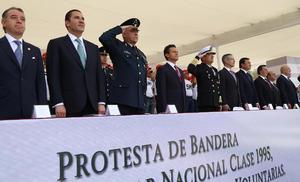 Peña Nieto tomó la protesta de bandera de los soldados del servicio Militar Nacional Clase 1995.