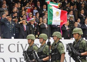 Histórico, emotivo y brillante desfile cívico militar, presenció el presidente Enrique Peña Nieto en compañía del gobernador Rafael Moreno Valle y más de 100 mil poblanos, para conmemorar el 152 aniversario de la Batalla de Puebla.