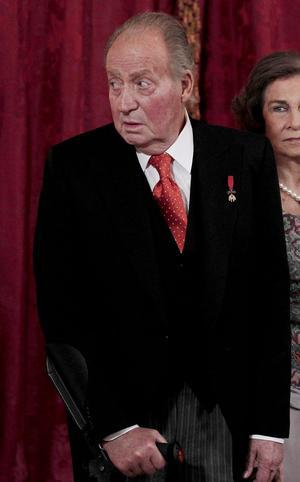 Tras el anuncio de abdicación, Juan Carlos de Borbón ha cosechado numerosos elogios y muestras de gratitud que recuerdan su aportación a la instauración de la democracia en España.
