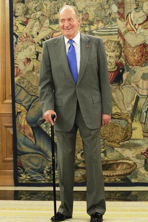 Juan Carlos I llegó al trono el 22 de noviembre de 1975 y su hijo, Felipe de Borbón, se convirtió en príncipe de Asturias, título del heredero de la Corona española, en enero de 1977.