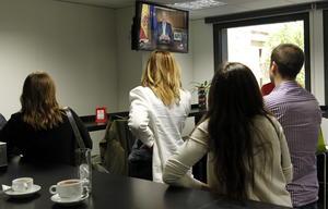 """Juan Carlos de Borbón dirigió un mensaje a los españoles en el que justificó su decisión de abdicar en el objetivo de """"abrir una nueva etapa de esperanza en la que se combinen la experiencia adquirida y el impulso de una nueva generación""""."""
