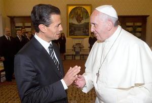 El papa Francisco y presidente de México, Enrique Peña Nieto, se reunieron en el Vaticano durante 25 minutos y dialogaron sobre temas como la emigración, la lucha contra la pobreza y las medidas para combatir la violencia y el narcotráfico.