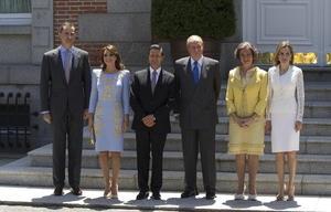 El rey Juan Carlos impuso al presidente de México, Enrique Peña Nieto, el Collar de la Orden de Isabel la Católica, la segunda distinción en importancia que concede el Gobierno español, y a la primera dama mexicana, Angélica Rivera, la Gran Cruz de la misma orden.