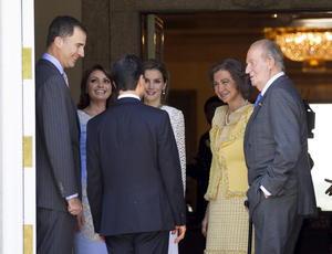 Los príncipes de Asturias y próximos reyes de España también dieron la bienvenida a Enrique Peña Nieto y a su esposa Angélica Rivera.