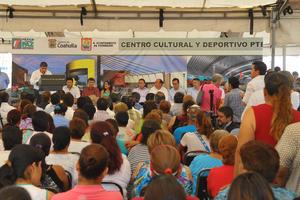 """Para Miguel Riquelme, es un acto de justicia llevar beneficios a las colonias del poniente de la ciudad """" es devolver la vida a las colonias que dieron vida a Torreón''."""