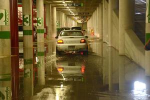 Incluso el estacionamiento subterráneo de la Presidencia Municipal se vio afectado por las lluvias.