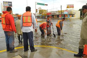 Personal de limpieza laboró en la zona buscando remediar la situación.