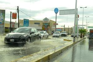 Los semáforos en Diagonal Las Fuentes dejaron de funcionar por un tiempo, lo que generó caos vial.