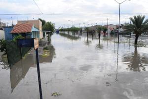 Las lluvias registradas en días pasados han provocado caos en algunas de las principales vialidades de Torreón.