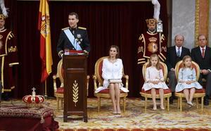 En algo menos de media hora, Felipe VI apuntó prioridades de su reinado en diversos ámbitos, entre ellos la política exterior.
