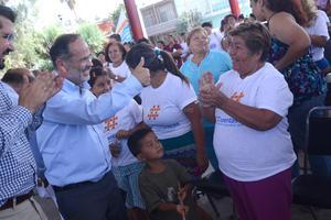 El presidente nacional del PAN se mostró cercano a la gente de la zona poniente de Torreón.