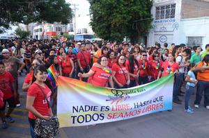 En esta ocasión se contó con la participación de alrededor de 2 mil personas, entre las que se encontraban familiares de lesbianas, gays, bisexuales y transexuales.