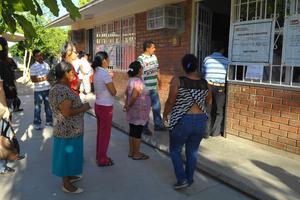 Ciudadanos salieron a votar, aunque algunas casillas abrieron con retraso.