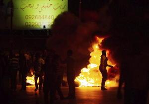 """Con quema de neumáticos y lanzando piedras, un grupo de palestinos protestó desde la noche del martes cerca del asentamiento israelí de Bet El, cerca de Ramala contra la llamada operación """"Margen Protector""""."""