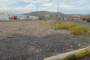 A diferencia de Gómez Palacio, en Lerdo no tienen ciclopista y en su lugar hay montículos de escombro.