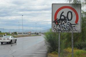 Hay muy pocos señalamientos en el periférico y los que hay están vandalizados.