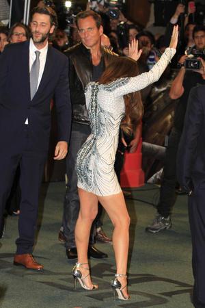 Megan incluso se puso a bailar en la alfombra roja ante los gritos de sus fanáticos.
