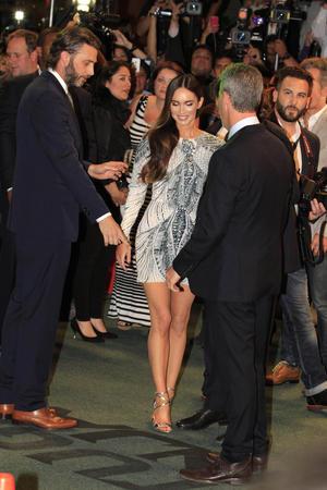 A su llegada, Megan Fox se llevó los gritos y piropos de los mexicanos que la esperaban.