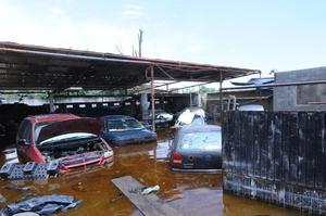 En Diagonal Las Fuentes, varios negocios sufrieron daños graves al presentar inundaciones.