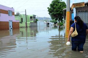 Decenas de colonias bajo el agua en Torreón y Gómez Palacio fue el saldo de la tormenta que azotó a la región Lagunera.