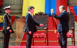 Santos hizo el juramento frente al presidente del Congreso, senador José David Name.