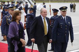 La investidura se realizó ante unos 2,000 invitados, entre ellos el rey Juan Carlos de Borbón y más de una decena de jefes de Estado.