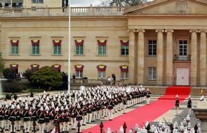 El acto fue celebrado al aire libre en el Patio Núñez, situado entre el Capitolio y la Casa de Nariño, sede presidencial.