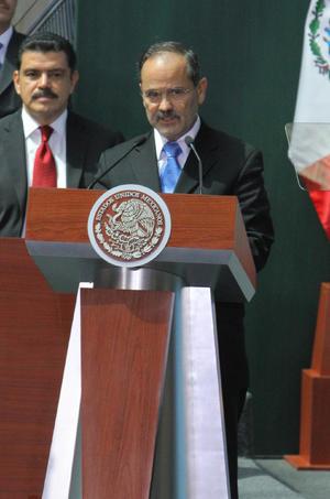 El dirigente nacional del PAN, Gustavo Madero, dijo que con la reforma se abrirán grandes posibilidades para México que han sido negadas durante décadas, además de que inicia una nueva etapa para el sector energético.