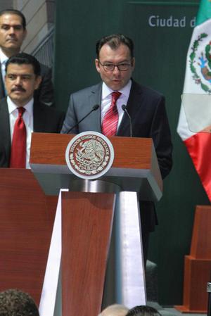 """El secretario de Hacienda y Crédito Público, Luis Videgaray aseguró que con estas leyes, Pemex y CFE seguirán siendo empresas públicas propiedad de todos los mexicanos bajo la figura de """"Empresas Productivas del Estado""""."""