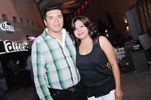 17082014 EN EL COLISEO.  Manuel y Laura.