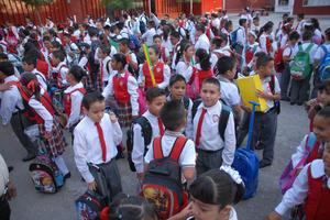 Alumnos de los distintos niveles de educación básica iniciaron este lunes el ciclo escolar 2014-2015 en Coahuila.