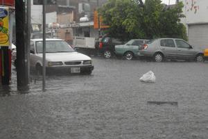 La lluvia provocó encharcamientos, suspensión de energía eléctrica y agua potable en algunos sectores habitacionales, principalmente de Torreón.