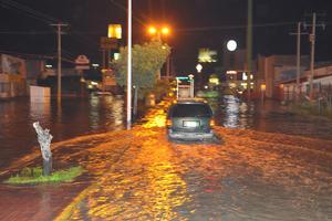 Vialidades de Torreón quedaron bajo el agua.