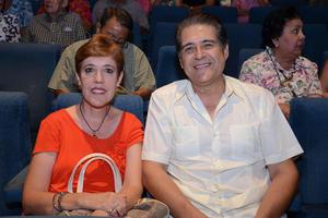 31082014 EN UN CONCIERTO.  Magda y Reinaldo.