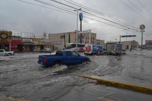 Encharcamientos en vialidades dejaron las lluvias registradas en La Laguna durante las últimas horas.