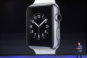 El dispositivo tiene una corona similar a la de los relojes tradicionales que se puede girar para acceder a diferentes aplicaciones.