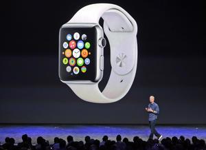 """Tim Cook, presentó también el primer reloj inteligente de la empresa, el Apple Watch, que describió como el """"dispositivo más personal"""" que la compañía ha fabricado """"nunca""""."""