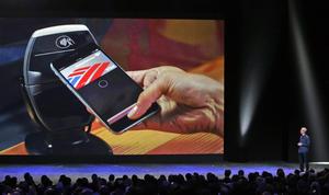 Los nuevos móviles tienen también un sistema para realizar pagos móviles, Apple Pay, que requerirá de la verificación a través de una huella digital.