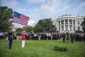 Todas las banderas de la ciudad de Washington ondearon a media asta en recuerdo de las víctimas.