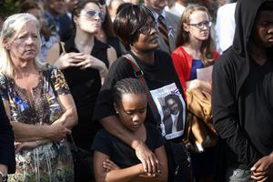 La breve pero emotiva ceremonia se realizó en recuerdo de las más de 3,000 víctimas de los atentados de hace 13 años.