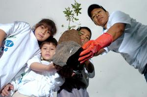 Ciudadanos han participado en el proyecto de Laguna Yo Te Quiero colaborando en la reforestación de la zona metropolitana de La Laguna en un ambiente familiar y de unidad.