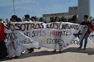 Alumnos de diversos planteles realizaron una marcha conmemorativa por los hechos.