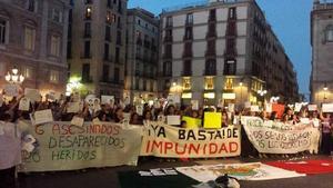 En Barcelona, jóvenes también salieron a las calles para manifestarse.