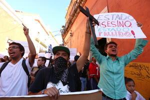 En varias ciudades del país, como Guanajuato, se realizaron marchas de apoyo para los normalistas desaparecidos.