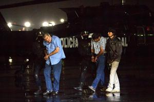 Carrillo Fuentes, fue capturado con su escolta, Jesús Dimas Contreras Sánchez, y en el operativo se aseguraron dos vehículos, una arma larga y una corta, equipo de comunicación y documentación.