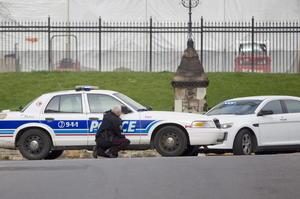 Sobre el autor del ataque, se dijo que fue abatido por la Policía poco después de atropellar a dos soldados que se encontraban en el estacionamiento de un centro comercial.