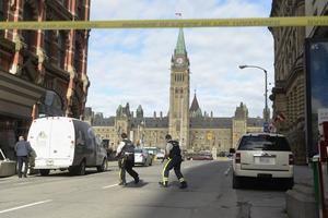 Los tiroteos en el Memorial War y en el interior del Parlamento causaron caos y pánico en la capital canadiense, Ottawa.
